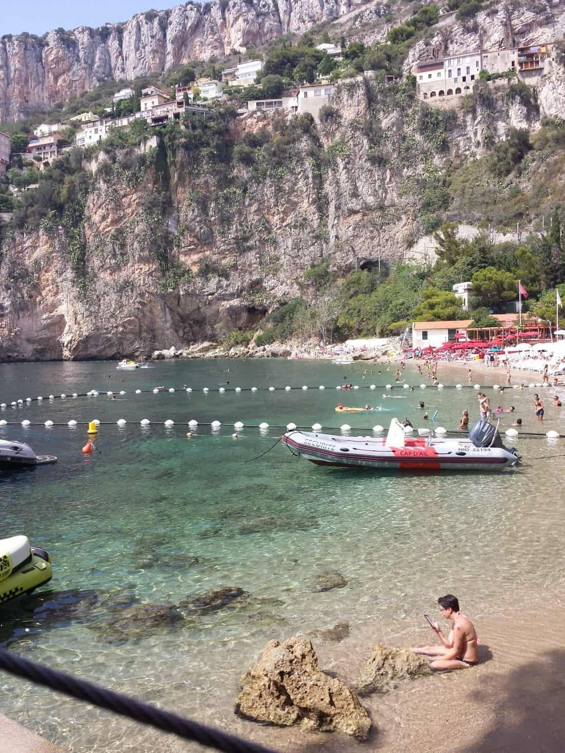 Cap d'ail (カップダイユ)の透きとおる海水マラビーチ(plage de Mala)