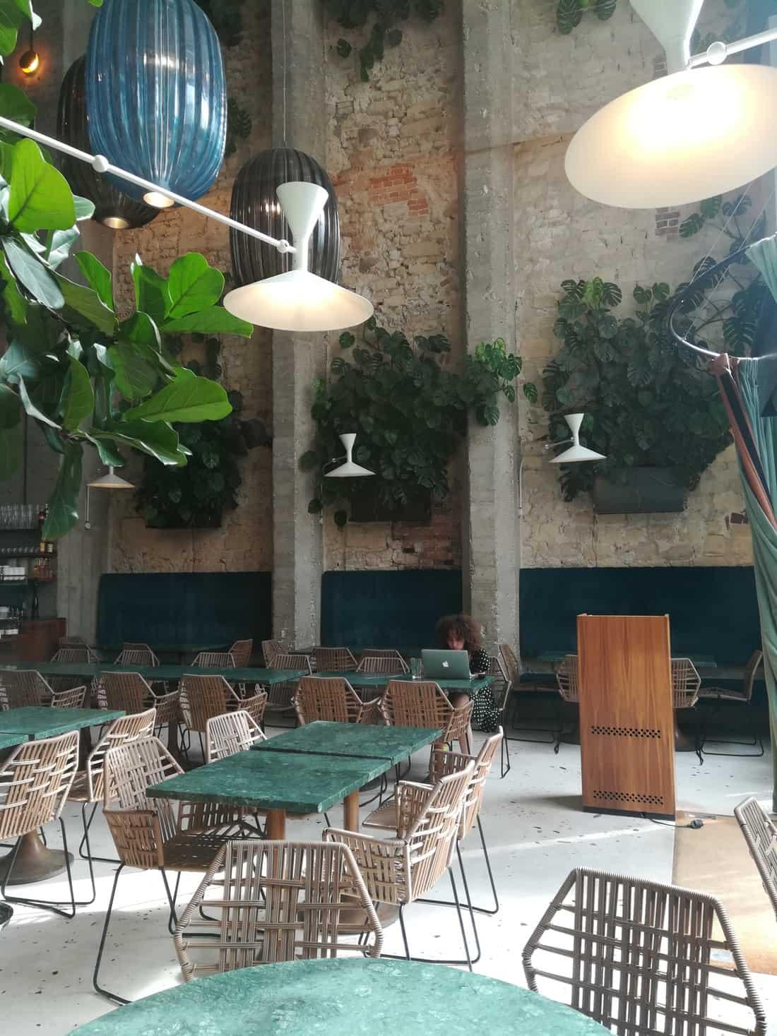 パリのレストランインテリア