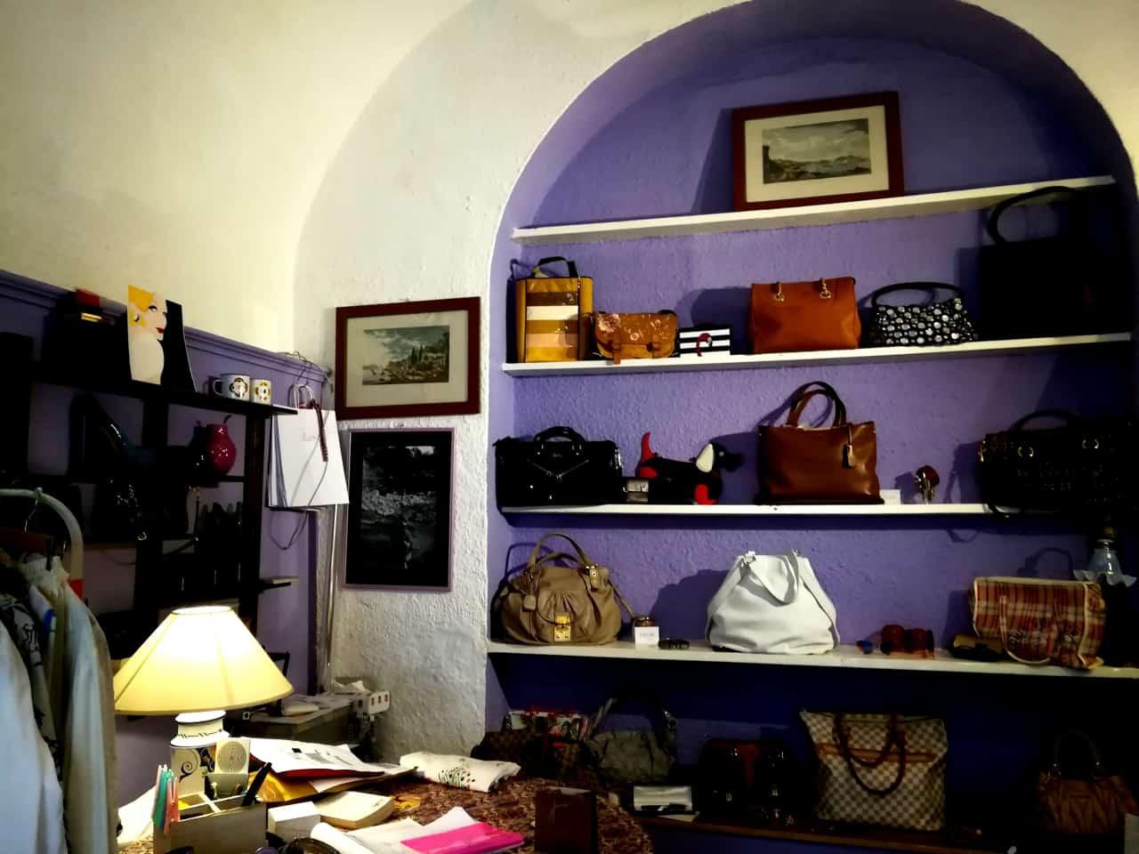 トスカーナの小さな街ポントレーモリのヴィンテージショップ