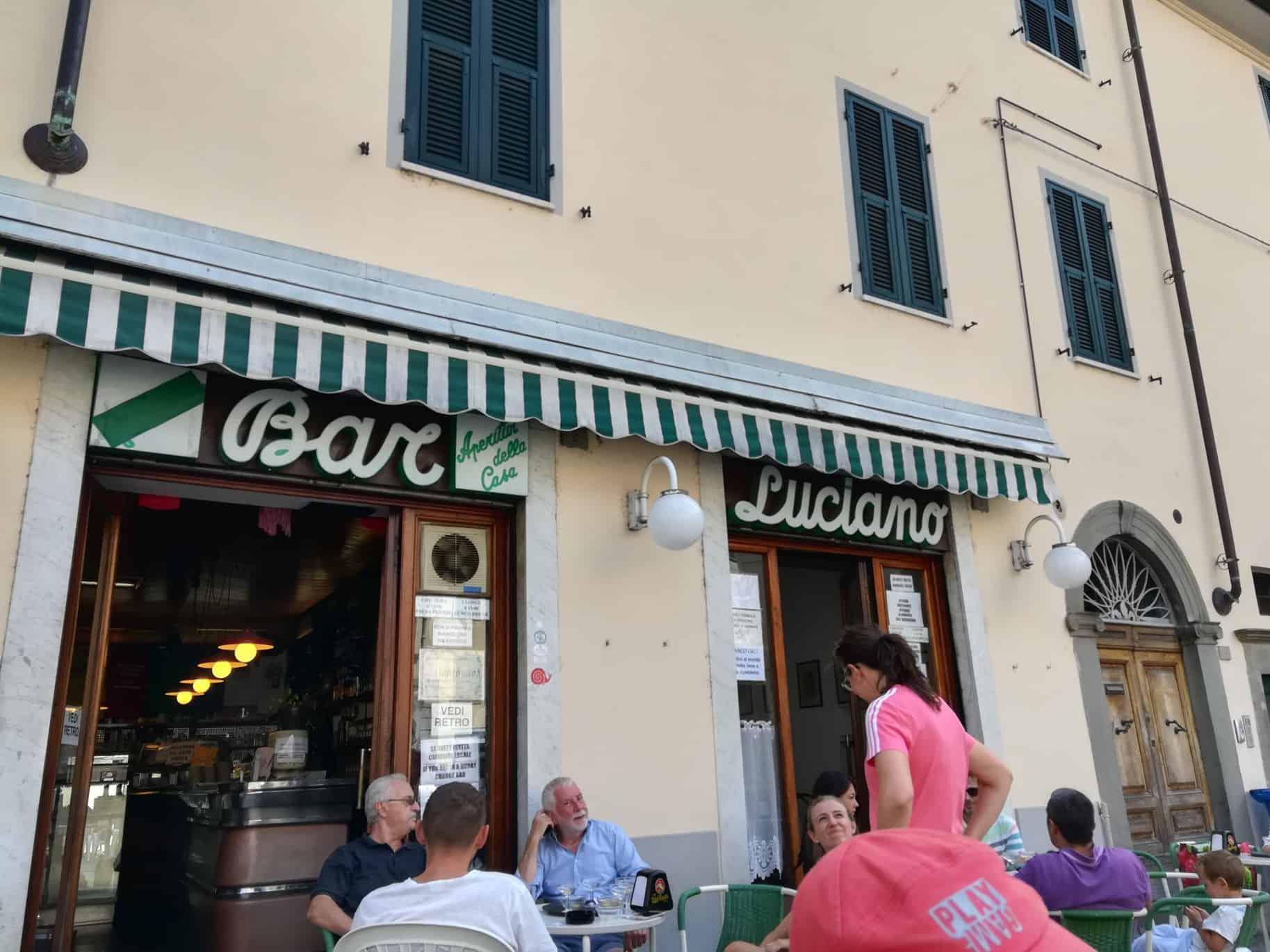 トスカーナの小さな街ポントレーモリBar Luciano