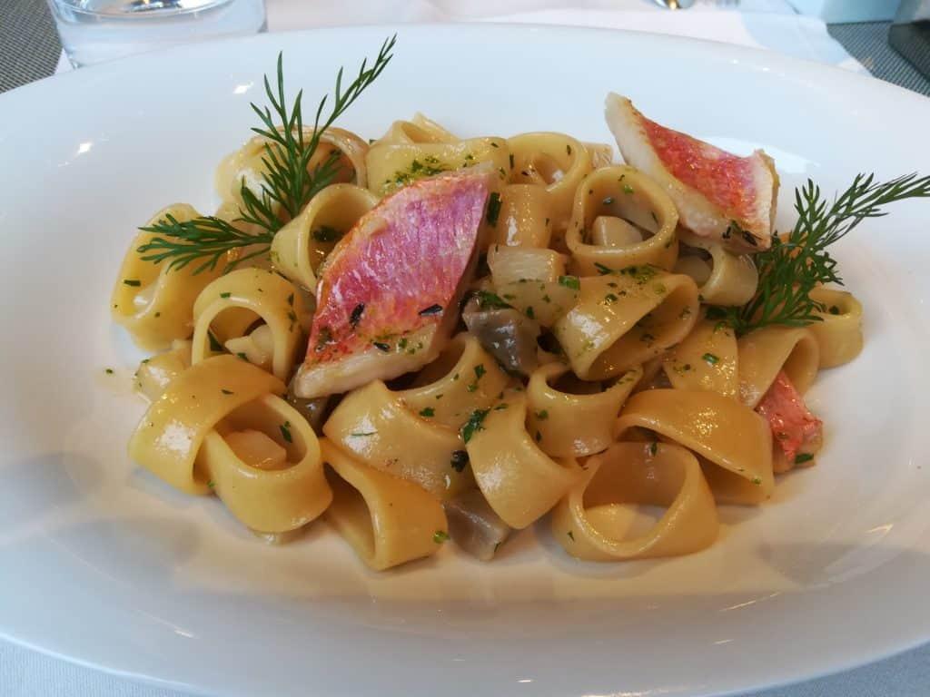 パリの美味しいイタリアンレストランと言えEmporio Armani Caffè (エンポリオアルマーニカフェ)。
