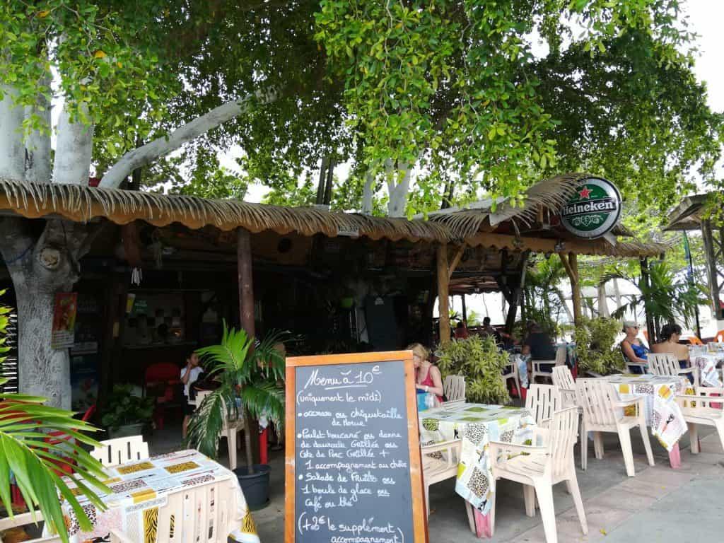 グアドループの素朴な街ムール (Moule)