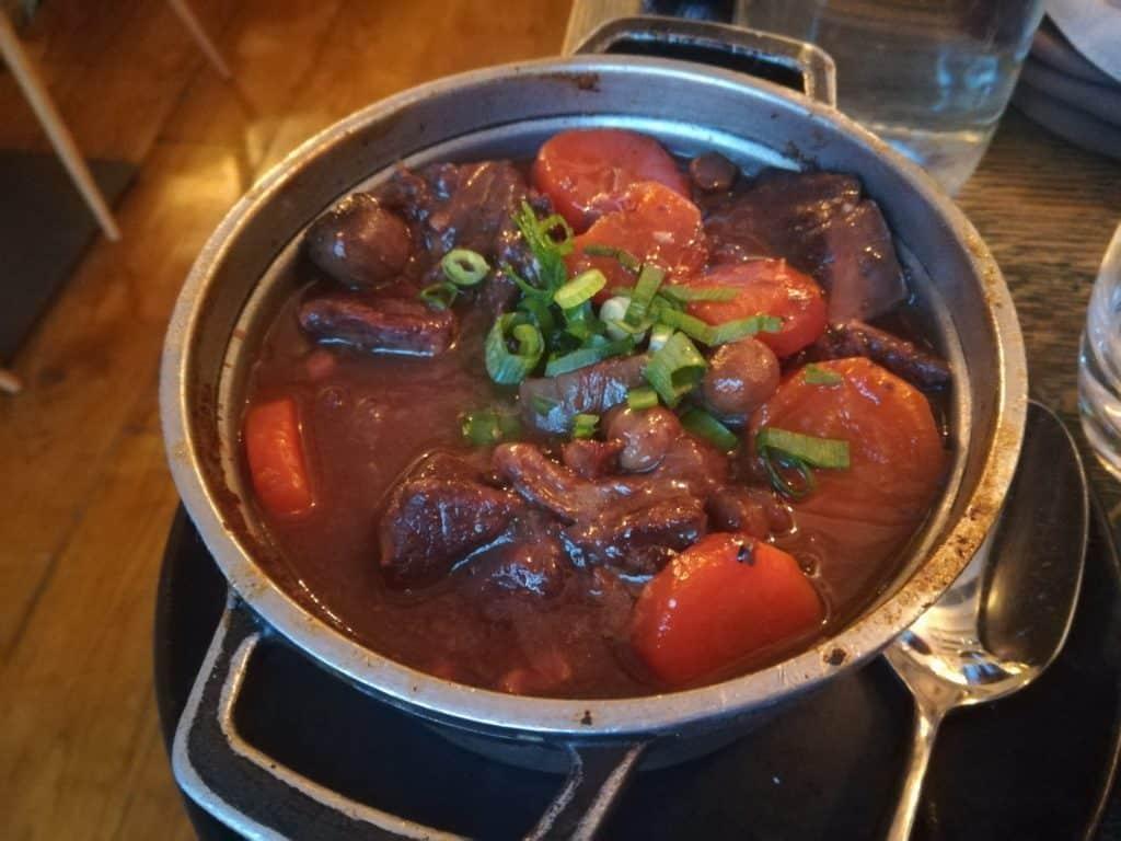 ブルゴーニュ風牛肉の赤ワイン煮を