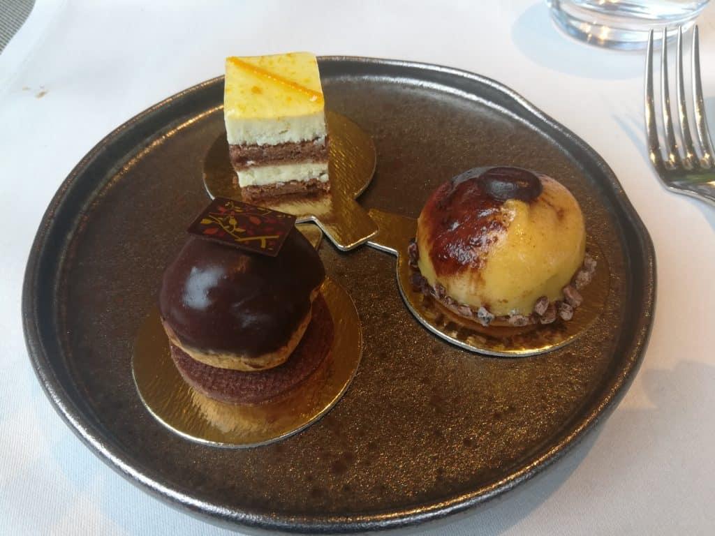 パリの美味しいイタリアンレストランと言えばEmporio Armani Caffè paris (エンポリオアルマーニカフェパリ)。