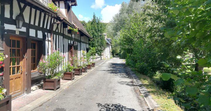 ノルマンディーの素敵な村リヨンス ラ フォレ