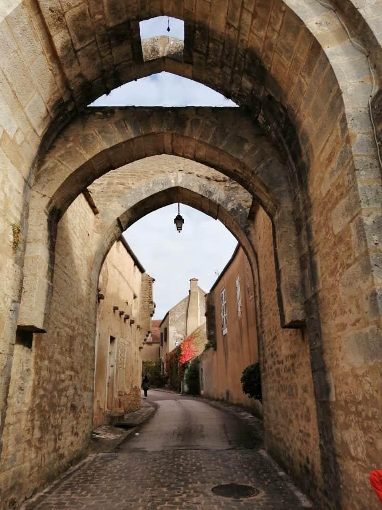 ブルゴーニュ地方の小さな村モントレアルMontréal