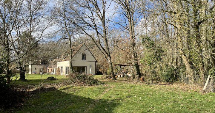 田舎の広い庭つきの家