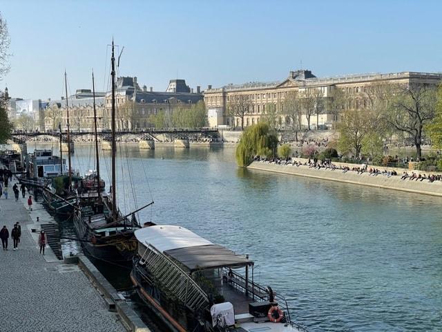 パリセーヌ川沿いを散歩